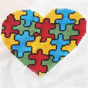 Coração autismo bis ponto cruz